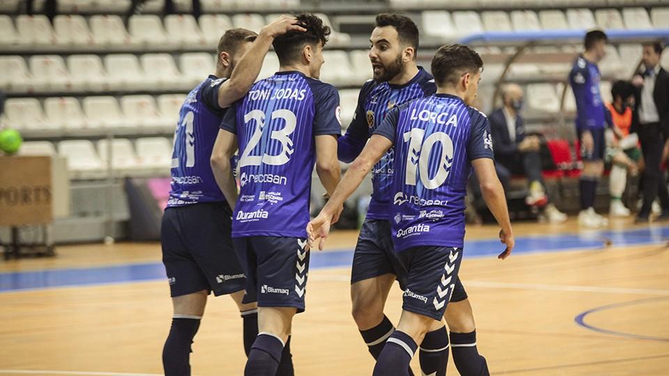 Los jugadores de Bisontes Castellón celebran un gol