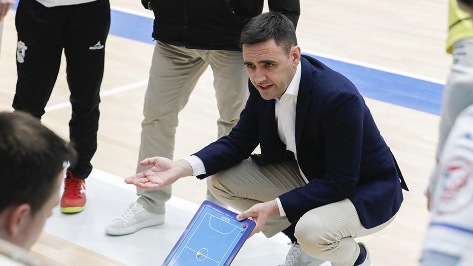 Héctor Souto, entrenador de O Parrulo Ferrol. (Foto: Hugo Nidáguila / Instantes Momentos Fotográficos)