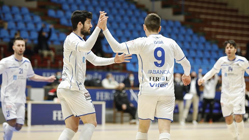 Los jugadores de O Parrulo Ferrol celebran un gol. (Foto: Hugo Nidáguila / Instantes Momentos Fotográficos).