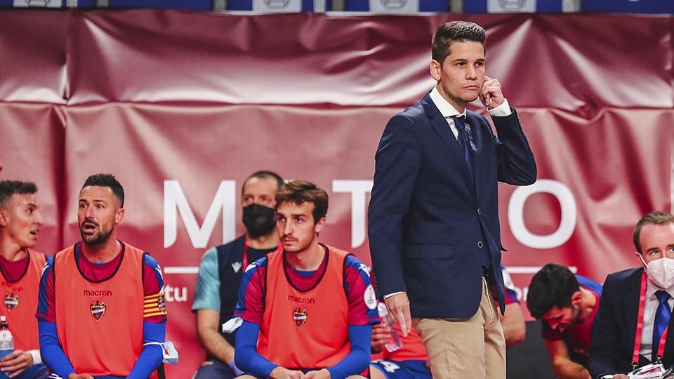 Diego Ríos, entrenador del Levante UD, durante el partido de Cuartos de Final de la Copa de España.
