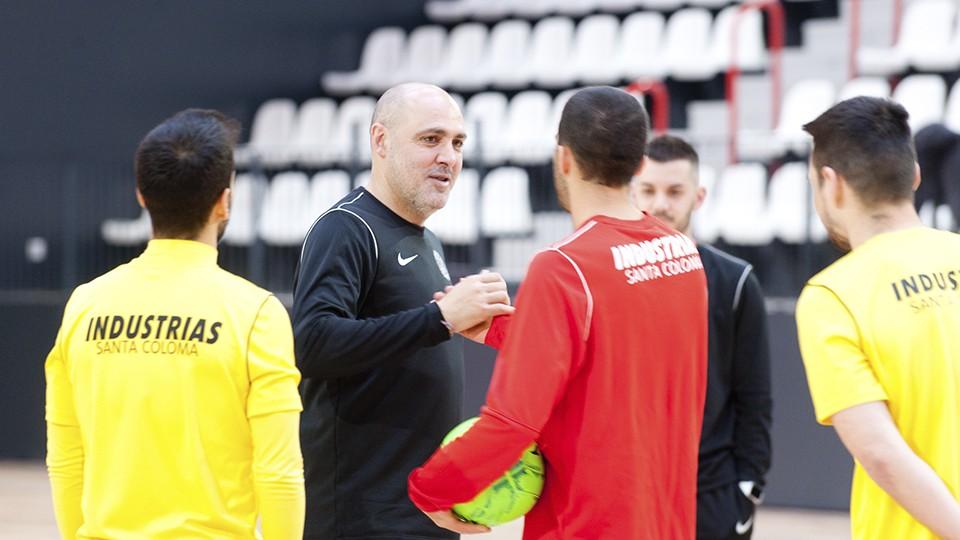 Javi Rodríguez, entrenador del Industrias Santa Coloma, durante un entrenamiento.