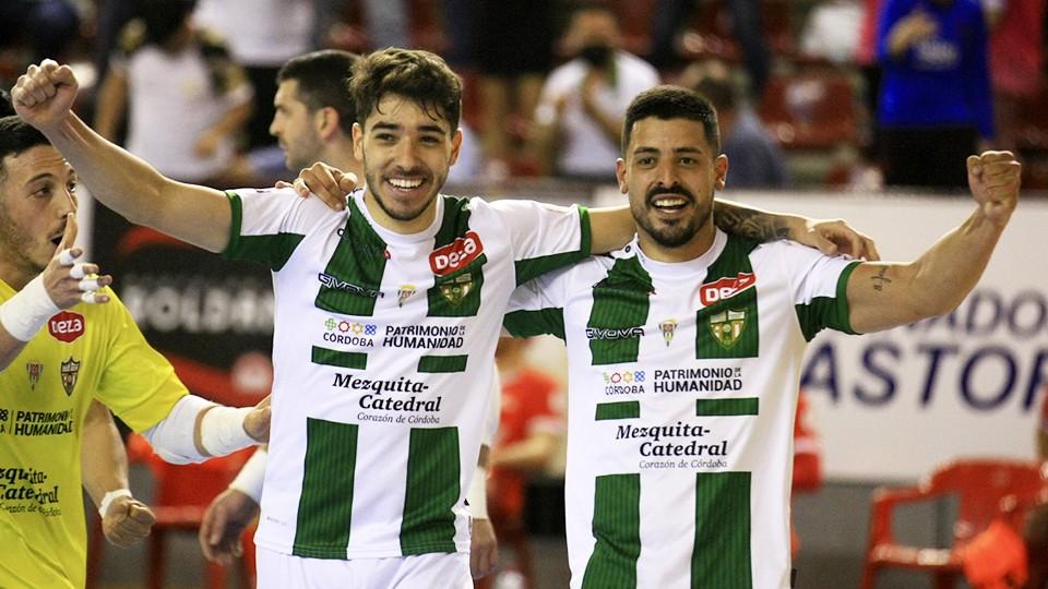 Lucas Perin y Jesús Rodríguez celebran un tanto del Córdoba Patrimonio de la Humanidad.