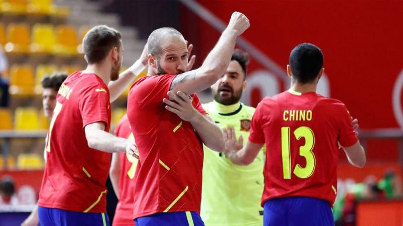 Solano celebra un gol con la Selección española