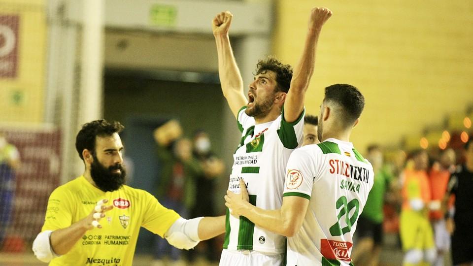 Los jugadores del Córdoba Patrimonio de la Humanidad festejan un gol.