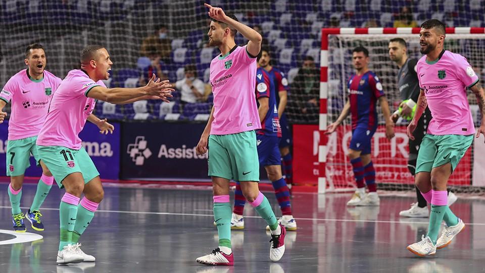 André Coelho, del Barça, celebra un gol