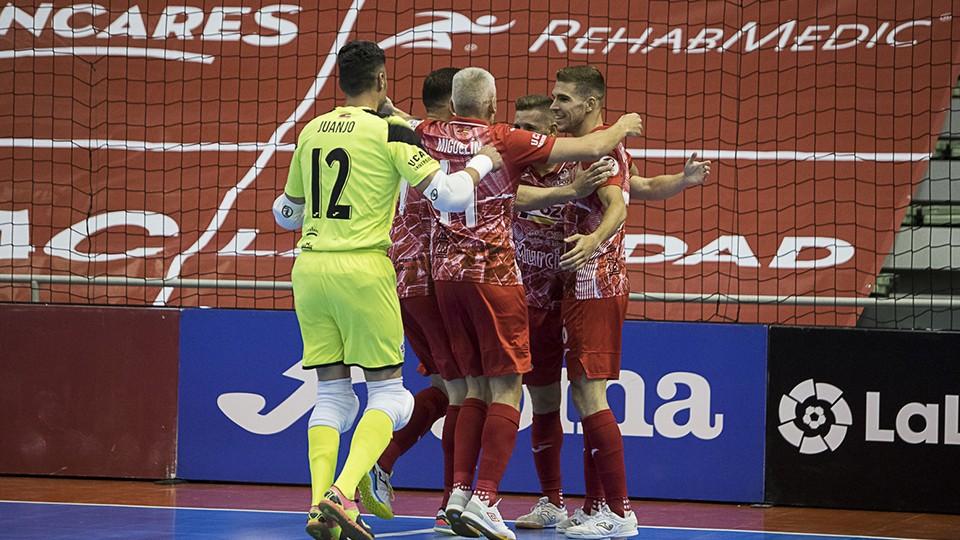 Los jugadores de ElPozo Murcia Costa Cálida celebran un tanto.