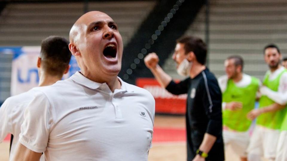 Javi Rodríguez, entrenador de Industrias Santa Coloma, celebra un triunfo