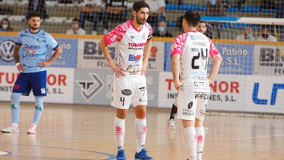 Palmas, jugador del Noia Portus Apostoli junto a Armando