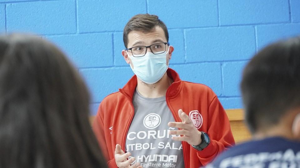 La Academia Red Blue 5 Coruña participa en la actividad 'Xogando con Futgal'