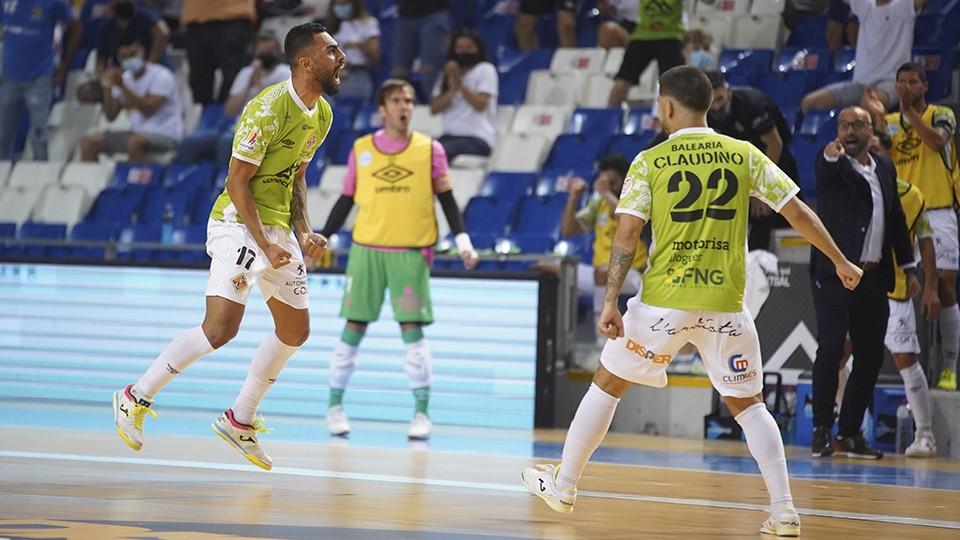 Diego Nunes y Claudino celebran un tanto del Palma Futsal.