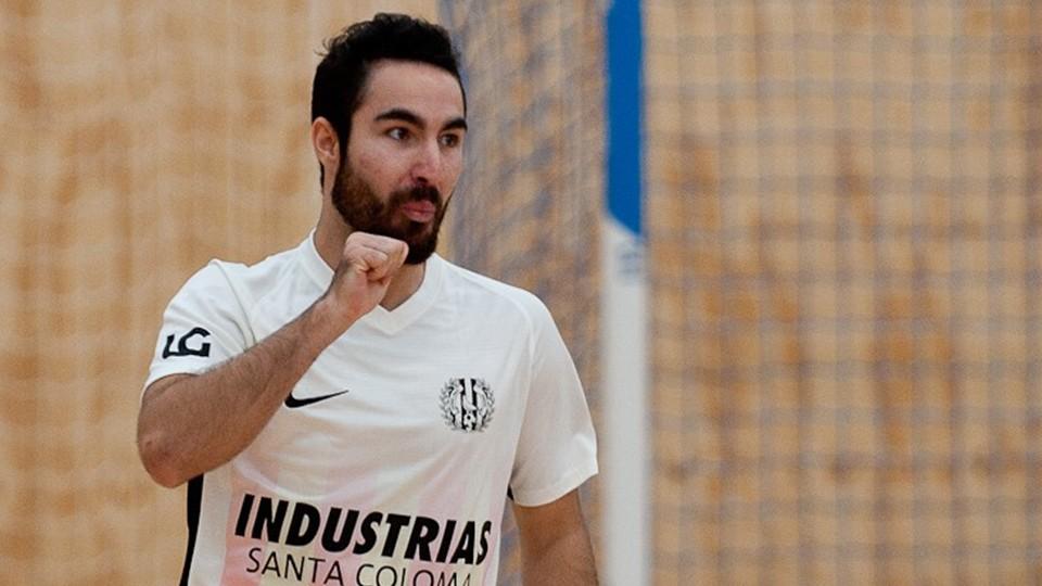 Álex Llamas celebra un gol.