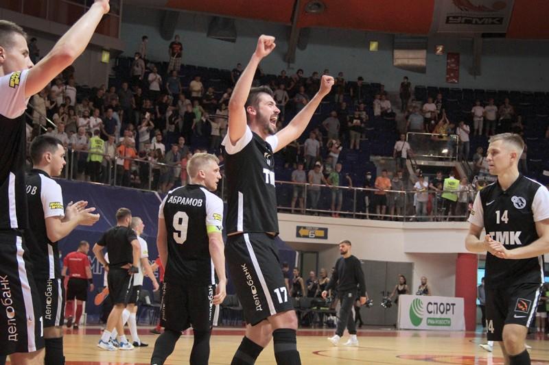 Maxim Gerasimov celebra un gol del Sinara en la final de la Superliga de Rusia