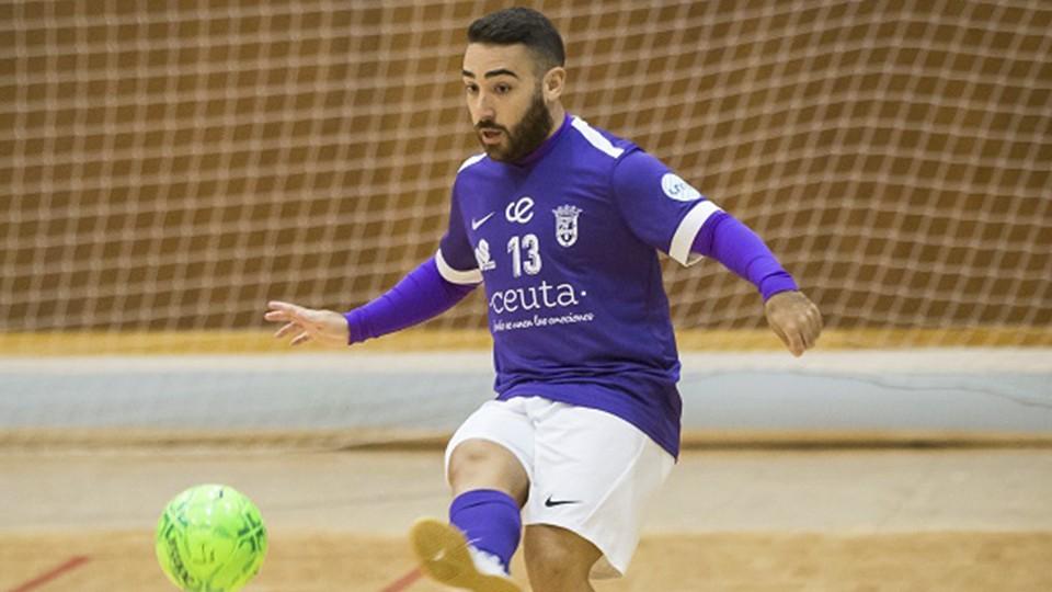 Manu Orellana, jugador de la Unión África Ceutí. (Foro: Kike Ayala   El Pueblo de Ceuta)
