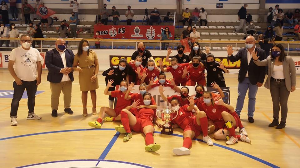 El equipo senior femenino de la Academia Red Blue 5 Coruña asciende a Segunda División
