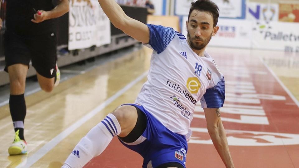 Santi Basile, durante un partido con el Fútbol Emotion Zaragoza.