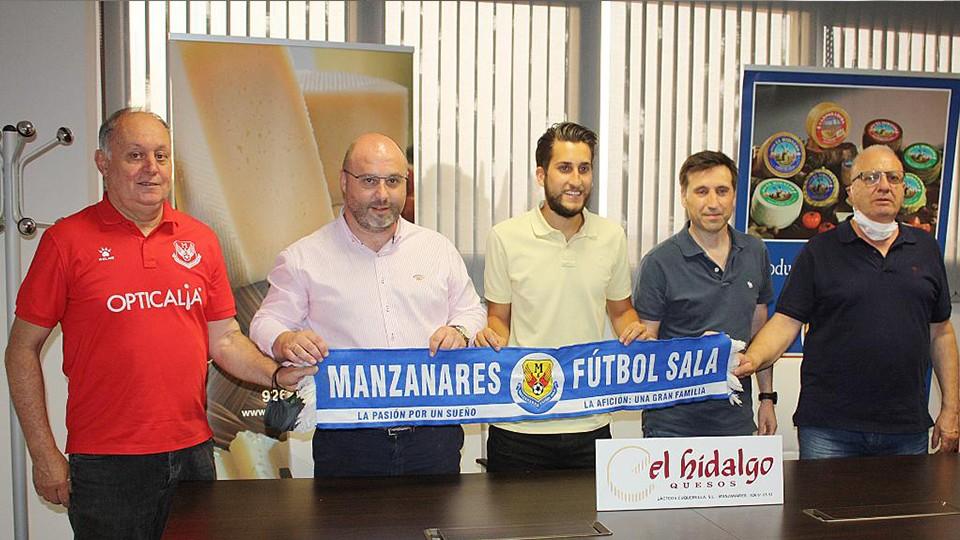 Álex Fuentes, presentado como nuevo jugador del Manzanares Quesos El Hidalgo.