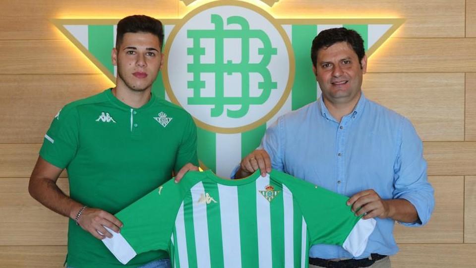 Jorge Labrador, presentado como nuevo jugador del filial del Real Betis Futsal.