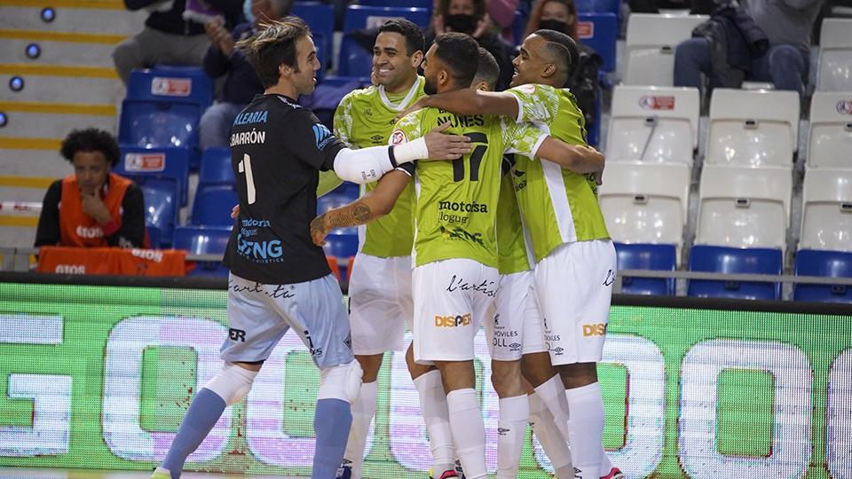 Los jugadores del Palma Futsal festejan un tanto.