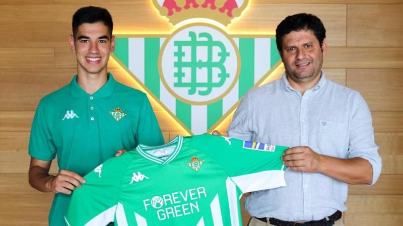 Raúl López junto a José Manuel Guisado 'Mané', coordinador de la cantera del Real Betis Futsal.