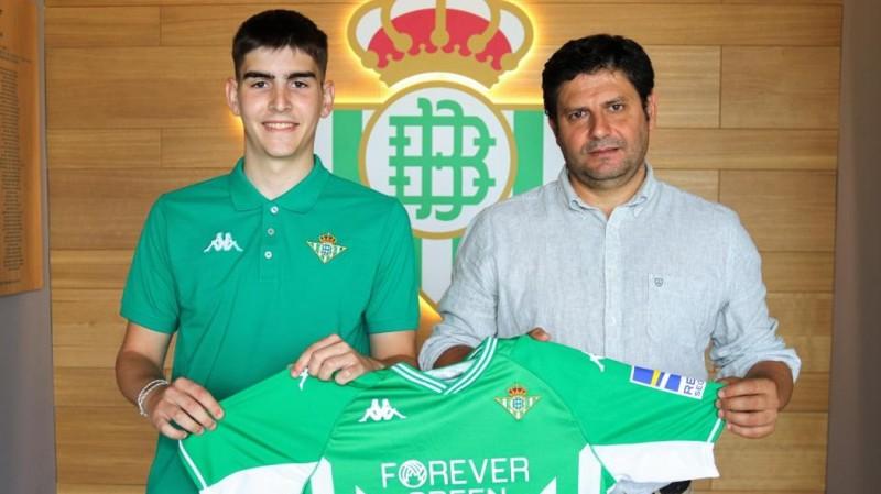 Jorge Quelle junto a José Manuel Guisado 'Mané', coordinador de la cantera del Real Betis Futsal.