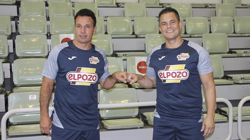 Diego Giustozzi, técnico de ElPozo Murcia Costa Cálida, junto a Vinicius, segundo entrenador