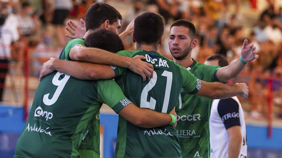 Los jugadores de BeSoccer UMA Antequera celebran un gol.