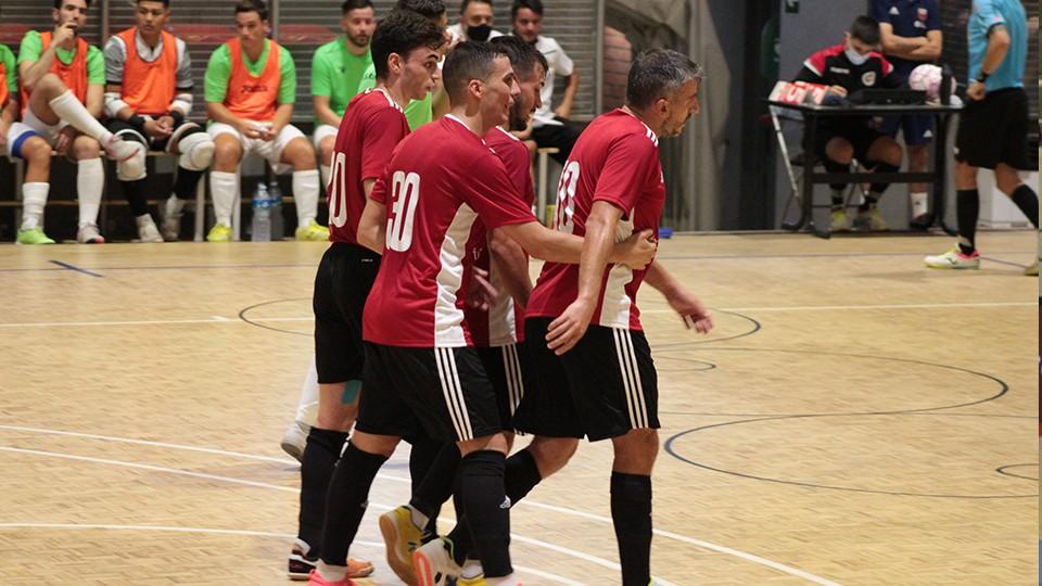 Los jugadores de Fútbol Emotion Zaragoza celebran un gol