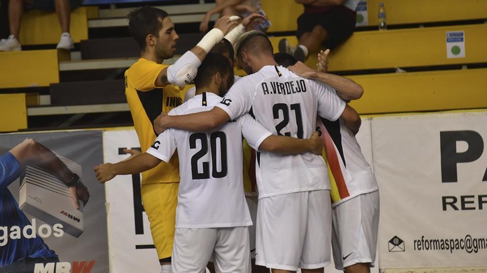 Los jugadores de Industrias Santa Coloma celebran un gol