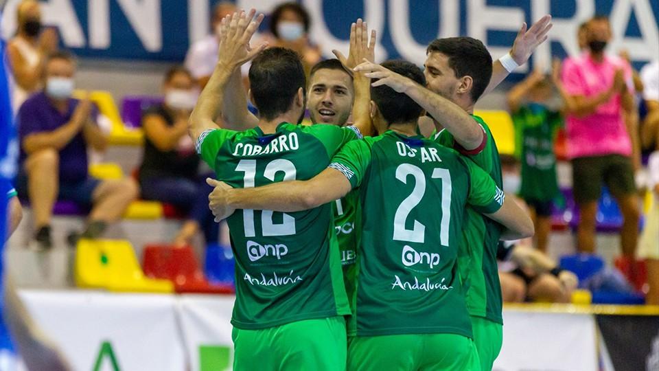 Los jugadores de BeSoccer UMA Antequera celebran un gol
