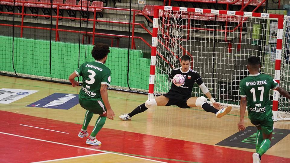 Fútbol Emotion Zaragoza cae derrotado ante CD Xota (1-2)