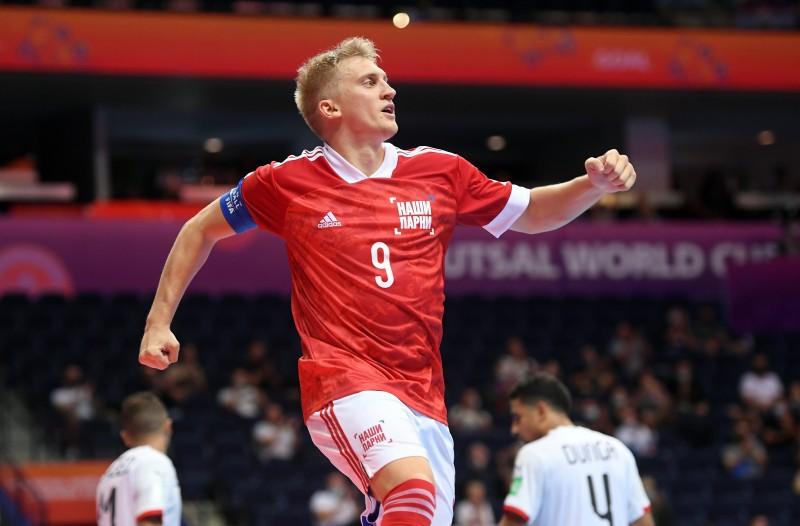 Abramov, capitán de Rusia, celebra un gol en el Mundial de Lituania