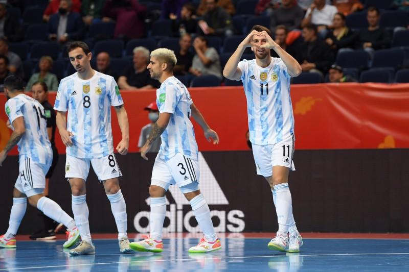 Alan Brandi celebra un gol con la selección de Argentina en el Mundial de Lituania