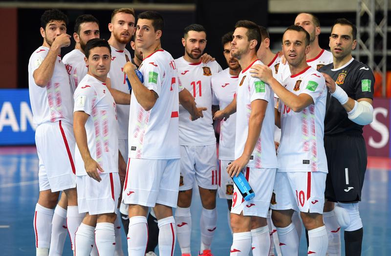España celebra un triunfo en el Mundial de Lituania