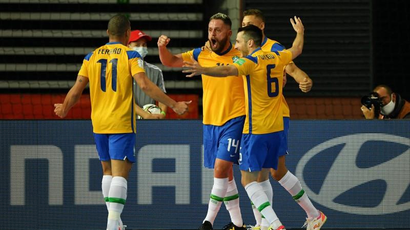 Los jugadores de la Selección de Brasil celebran un gol en el Mundial de Lituania
