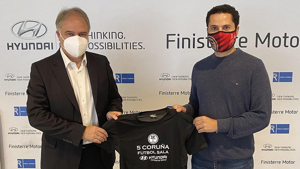 Finisterre Motor acoge la presentación de la camiseta con la que la Academia Red Blue 5 Coruña premia la fidelidad de sus socios