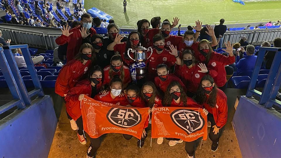 El RC Deportivo brindó un homenaje al equipo femenino de la Academia Red Blue 5 Coruña