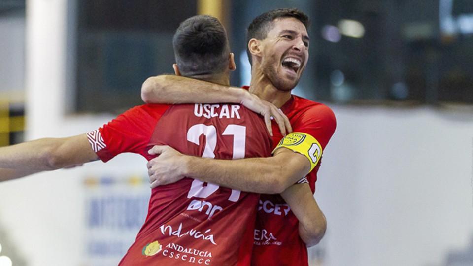 Los jugadores del BeSoccer CD UMA Antequera celebran un tanto.