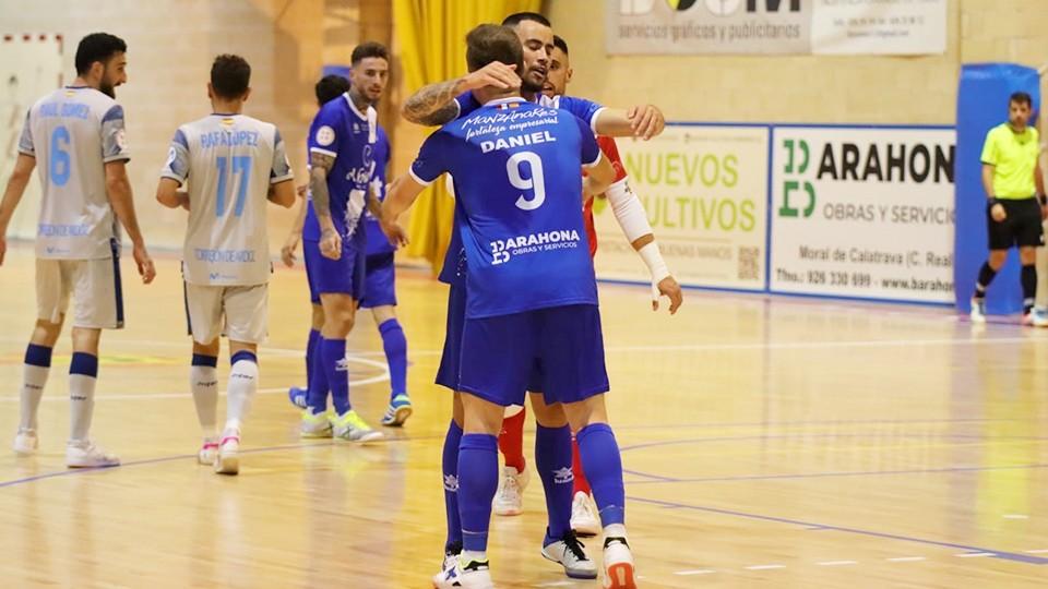 Los jugadores del Manzanares FS Quesos El Hidalgo celebran un tanto.