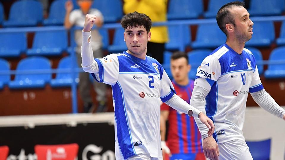 Alberto, jugador de O Parrulo Ferrol, celebra un tanto.