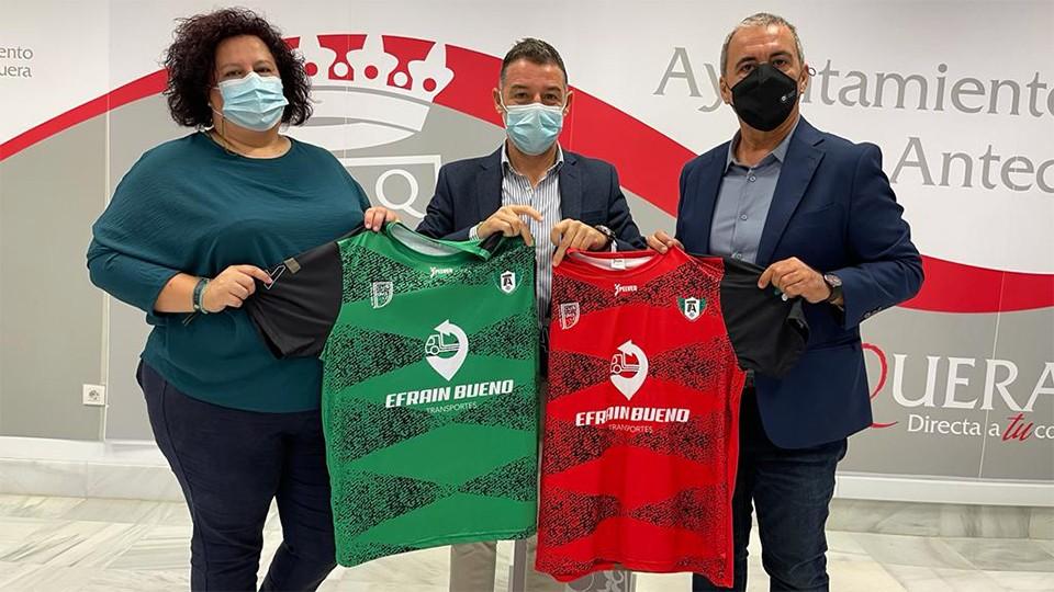 Mónica Prados, presidenta del CD Atlético Antequera Dolmen, Juan Rosas, concejal de Deportes de Antequera y Eloy Cano, presidente del BeSoccer CD UMA Antequera.
